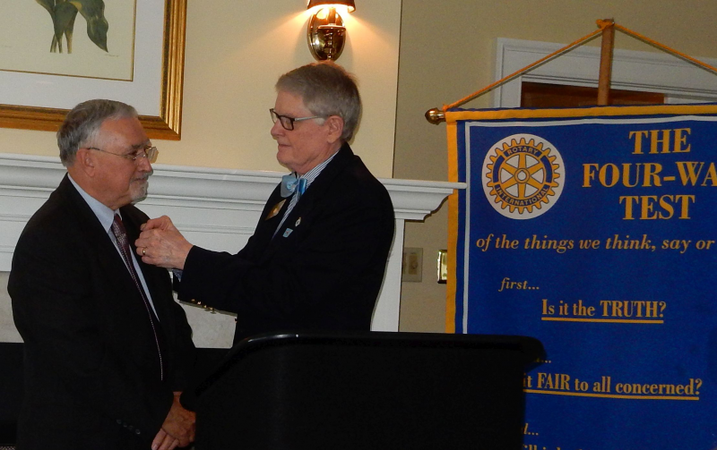 District 7600 Governor Wayne Boggs gives Rob Westermann his president's pin.